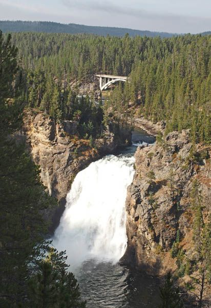 La rivière Yellowstone Yellowstone - Upper Falls et Canyon Bridge