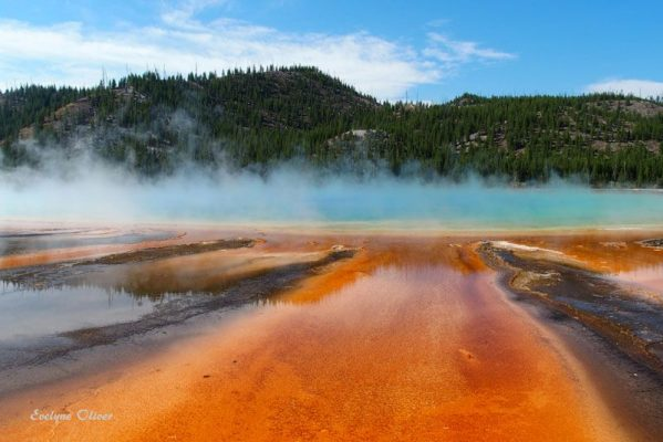 grand prismatic spring midway geyser basin in yellowstone